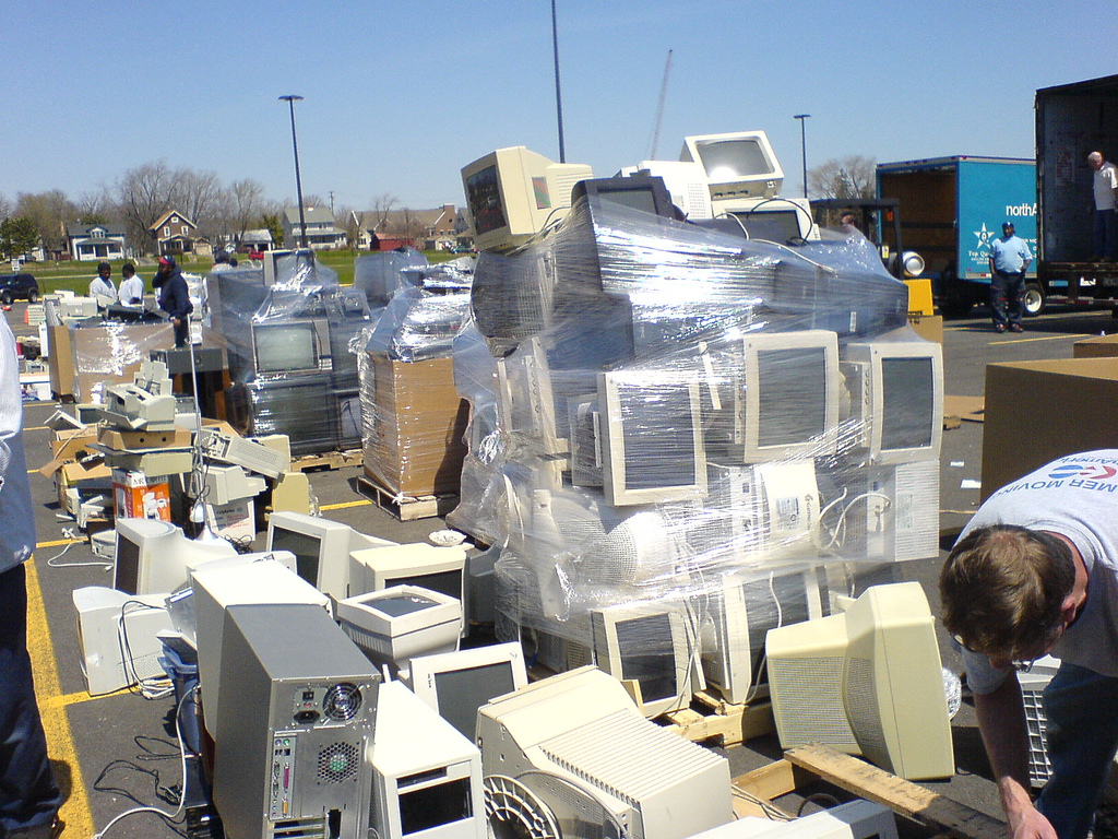 "Earth Talk: Electronic ""e-waste."""